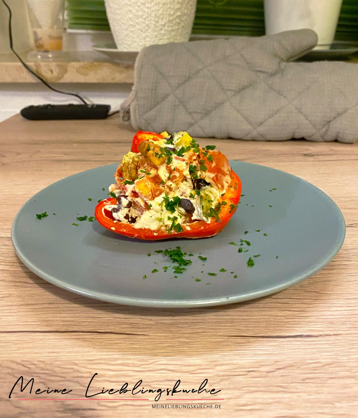 Gefüllte Paprika mit schwarzen Bohnen