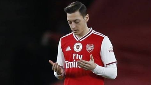 Arteta Harus Segera Mainkan Mesut Ozil