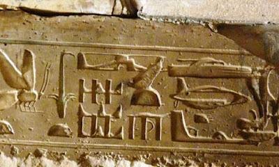 Supuestas naves y OVNIS en jeroglíficos egipcios