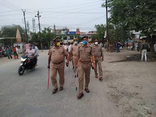 कोतवाली उरई पुलिस बल के साथ नगर उरई में पैदल गस्त कर संदिग्ध व्यक्ति/वाहन चेकिंग की गयी -अपर पुलिस अधीक्षक जालौन                                                                                                                                                         संवाददाता, Journalist Anil Prabhakar.                                                                                               www.upviral24.in