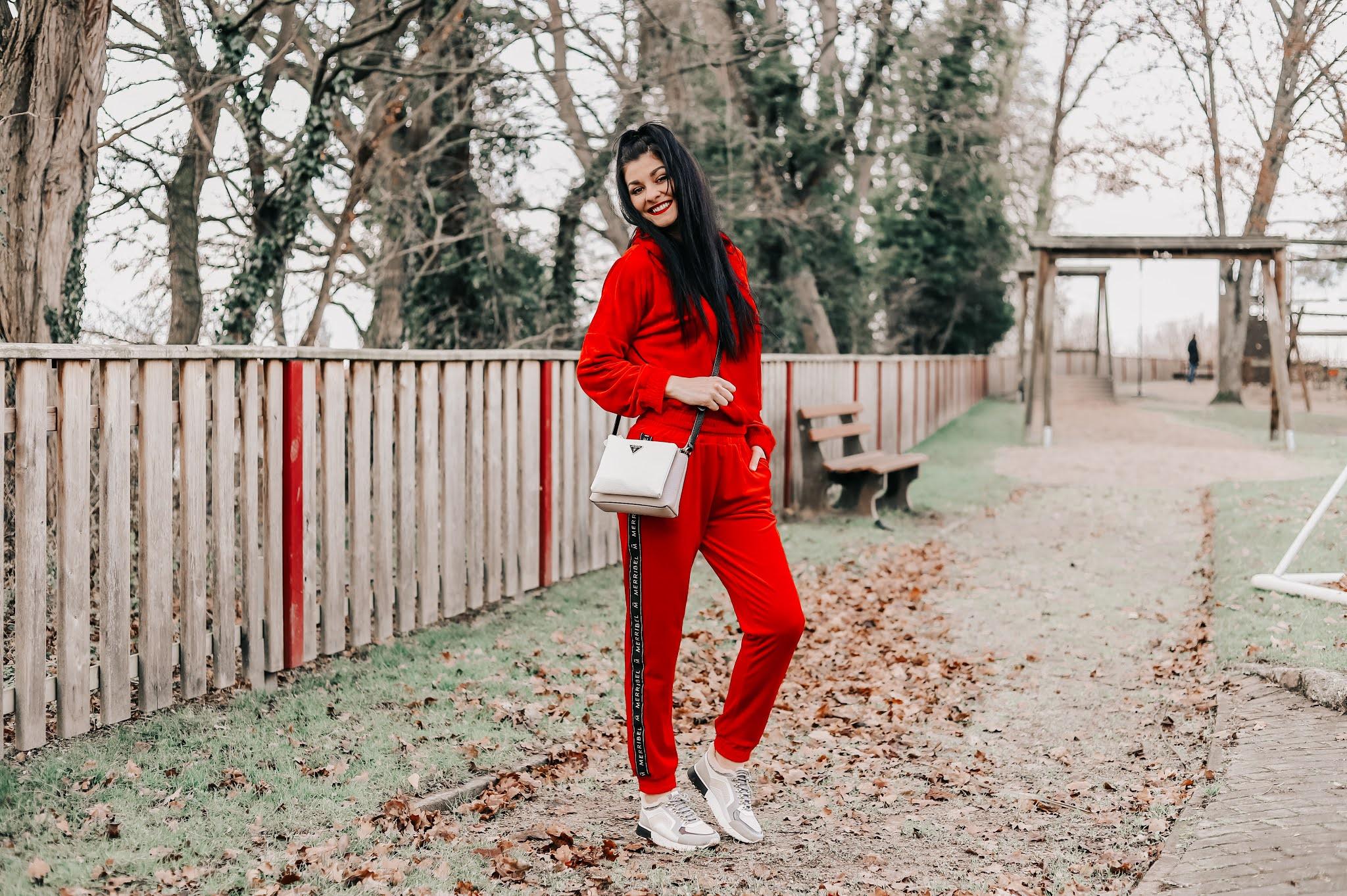czerwony dres