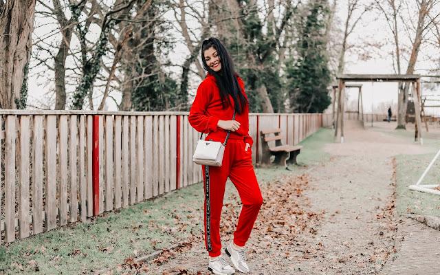 Odważna stylizacja - czerwony dres - Czytaj więcej »