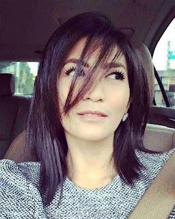 Foto Selfie Natasha Dewanti didalam Mobil