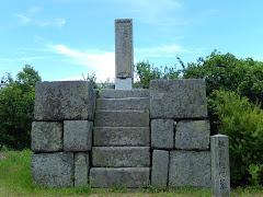 佐藤継信の碑