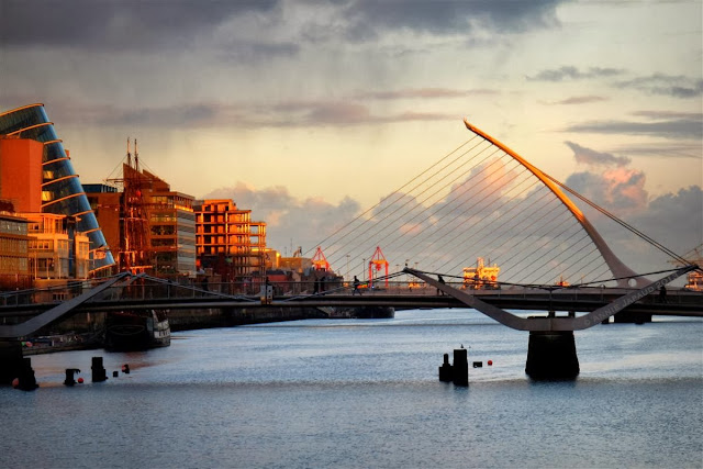 Dublin city © Annie Japaud 2013, photography, sunset, walking, tourist, bridge, river