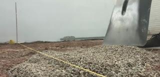 Preparación del terreno para instalar el pasto sintético