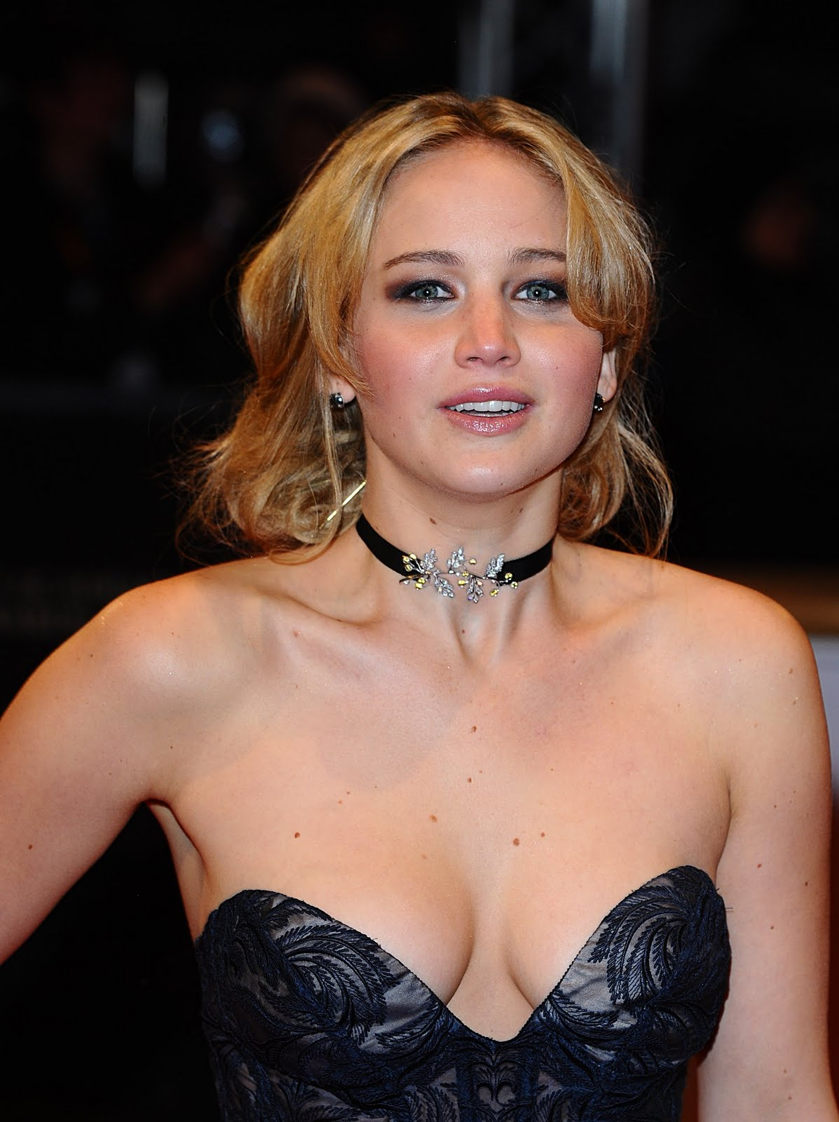 HOT CELEBRITY: Jennifer Lawrence Photo and Biography