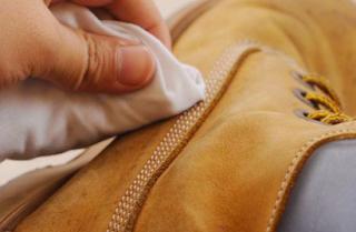 Trik Merawat Sepatu Kulit