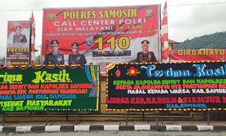 """Kapolda Sumut """"Banjir"""" Ucapan Papan Bunga Atas Keberhasilan Percepatan Vaksinasi di Samosir"""