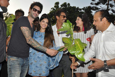 bollywood-celebrities-pledge-to-plant-trees