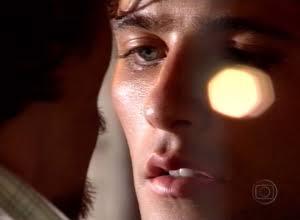 Petição Online pede exibição na web de beijo gay vetado da novela 'América'