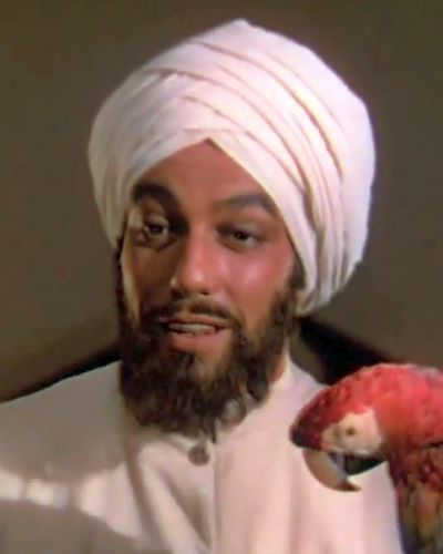 Ram Dass Lord Wickham's servant (Cesar Romero)