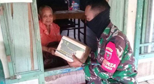 Personil TNI Kodim 1415 Selayar Salurkan Bingkisan Lebaran Kepada Kaum Dhuafa