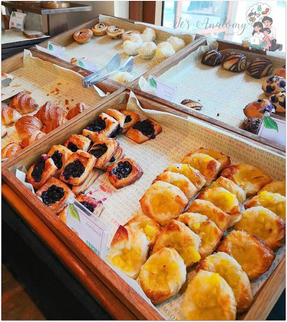 Crimson Resort and Spa Mactan Breads