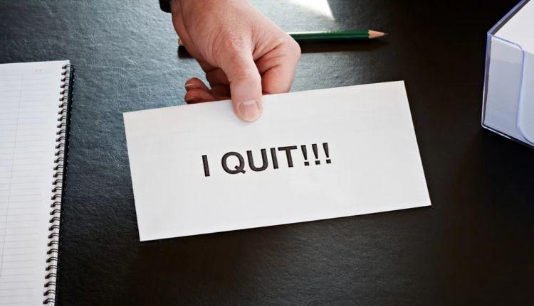 menuntut hak karyawan yang seharusnya dipenuhi perusahaan