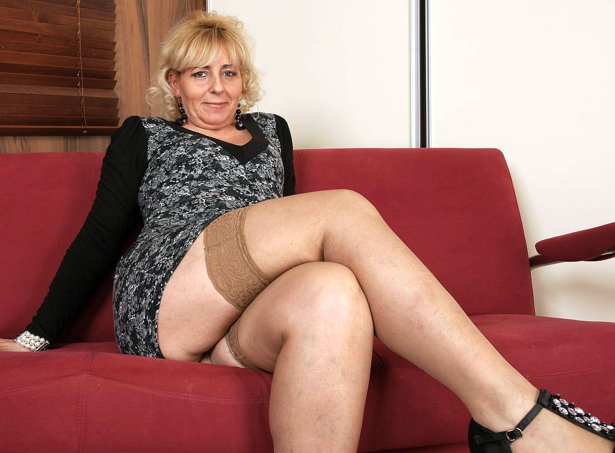 mature women in nylon stockings fucking