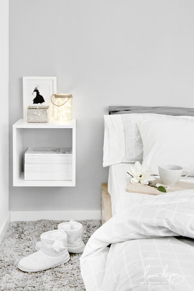 White and grey Nordic decor for a winter bedroom / Decoración nórdica blanca y gris para un dormitorio de invierno.