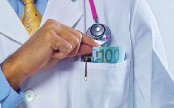 Συνελήφθη διευθυντής δημόσιου νοσοκομείου για φακελάκι