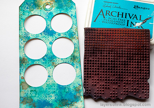Layers of ink - Circle Shaker Tag Tutorial by Anna-Karin Evaldsson. Stamp the background.