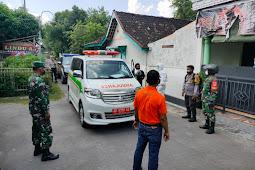 Koramil Karangdowo Bantu Evakuasi Warga isolasi terpusat di GOR Gelar Sena Klaten