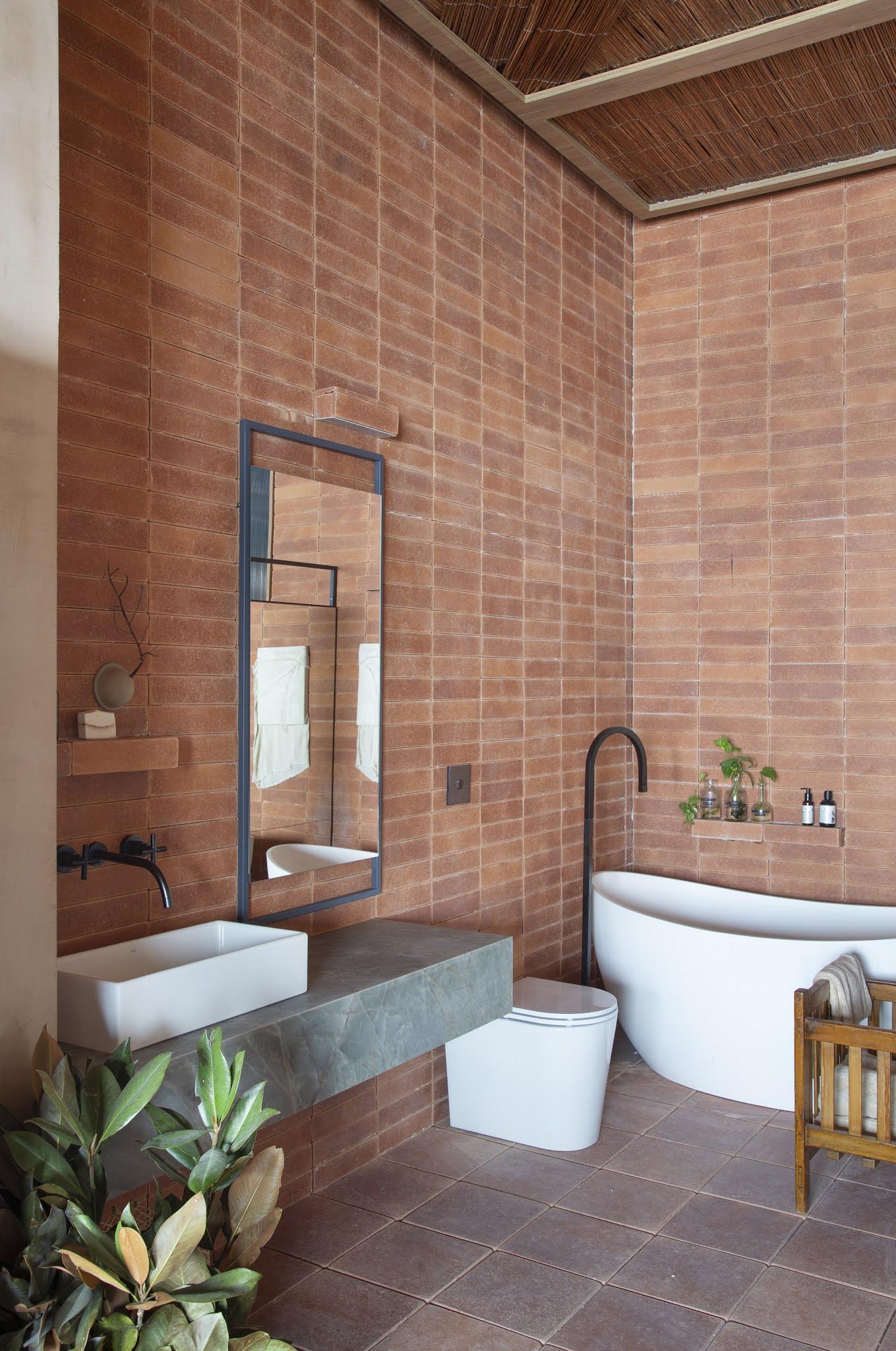 ilaria fatone inspirations une salle de bains en briques terrecuite apparentes