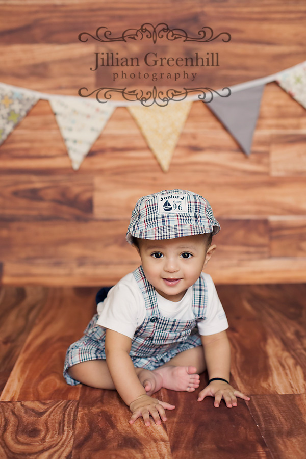 Faizan came to my studio and was such a delight to photograph he had a beautiful smile and was quite happy being in the spot light abu dhabi newborn