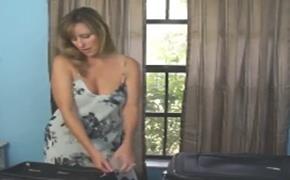 Comeu a buceta da madrasta no quarto de hotel – Vídeo de sexo