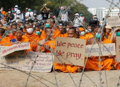 อำนาจของคนคนเดียว ทำลายพระหลายหมื่นรูป ทำลายชาวพุทธนับล้านคน  คุณมีสิทธิ์ที่จะไม่ชอบธรรมกาย แต่คุณไม่สิทธิ์ ไปพิภาคษาคนไทยนับแสน เพียงเพราะคนเหล่านั้นเข้าวัดพระธรรมกาย