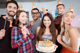 Tips Traktir Teman Saat Ulang Tahun Yang Hemat Budget Versi Kaum Rebahan ID