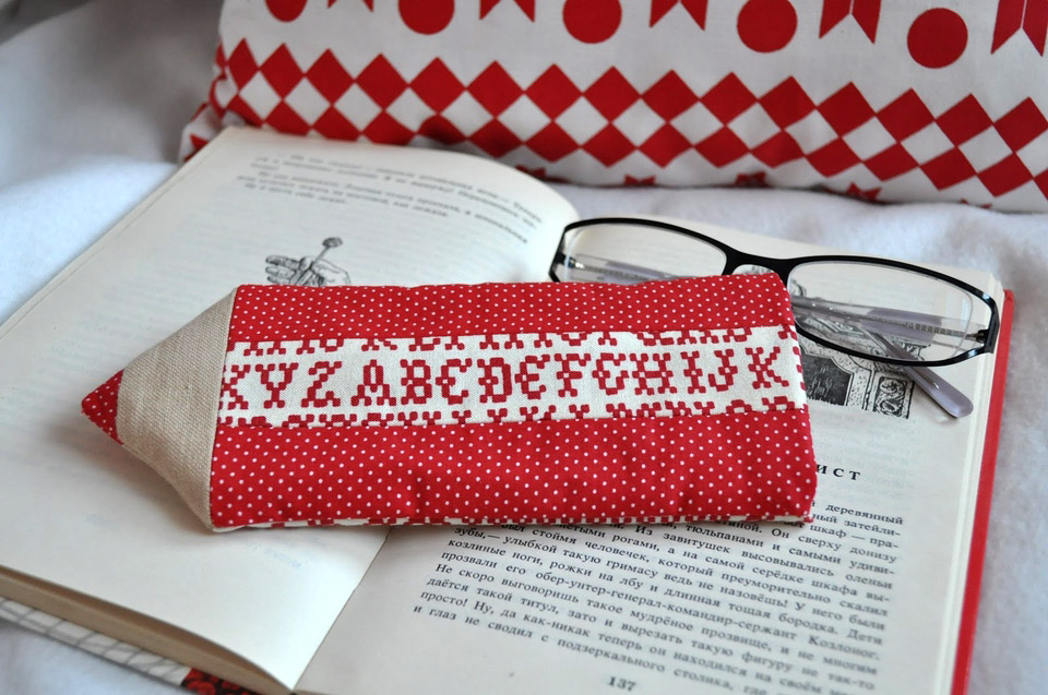 Sew Bright Case for glasses in the shape of a pencil