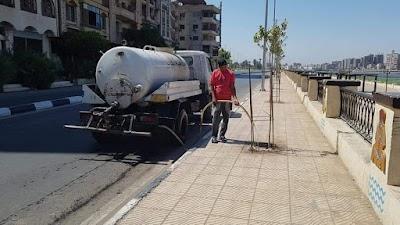 ري الأشجار ورفع كفاءة النظافة بشارع كورنيش النيل الشرقي بحي شرق سوهاج