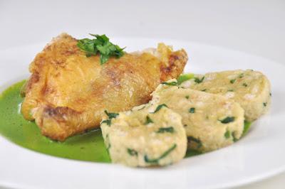 Huhn mit Bärlauchsauce und Bärlauchknödeln; Bärlauch, Bärlauchrezepte, Rezepte mit Bärlauch