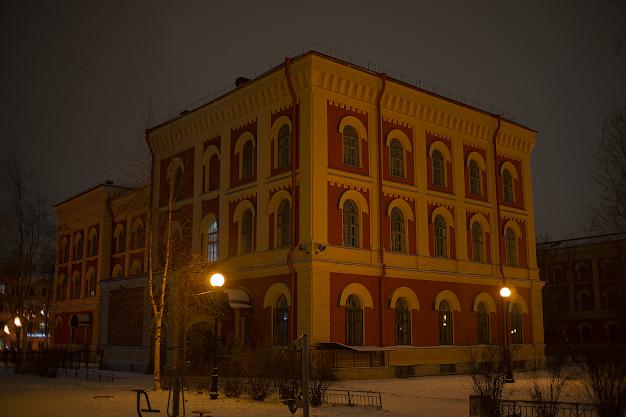 Igor Novik photo school of St. Petersburg history building architecture night night Peter gymnasium
