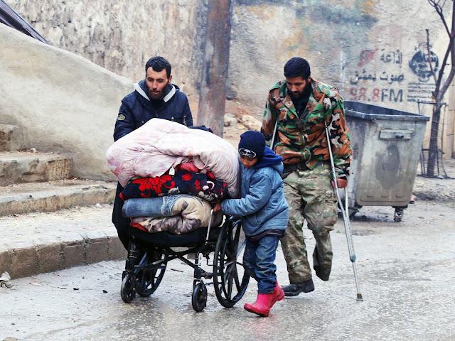 A operação de retirada de civis e rebeldes da cidade síria de Aleppo, que deveria começar na manhã desta quarta-feira (14), estava atrasada em várias horas, segundo um correspondente da AFP