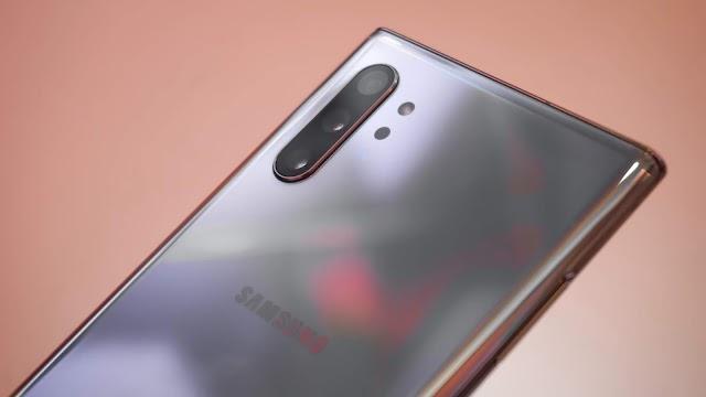 Samsung Galaxy S10 review : Display, Design, etc