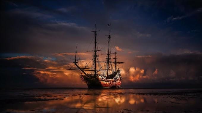 Pôr do Sol Barco à Vela no Mar