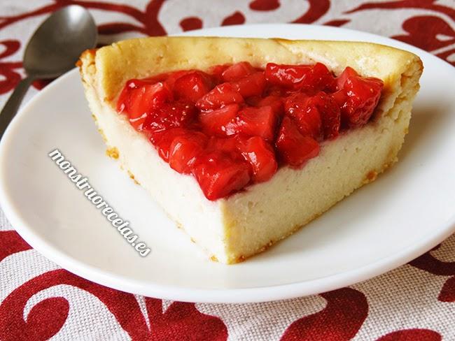 Tarta de queso al horno, con requesón y cobertura de fresas