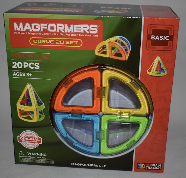 Magnetic building set for kids