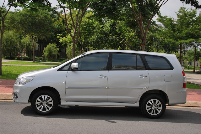 Car rental with driver in Vietnam