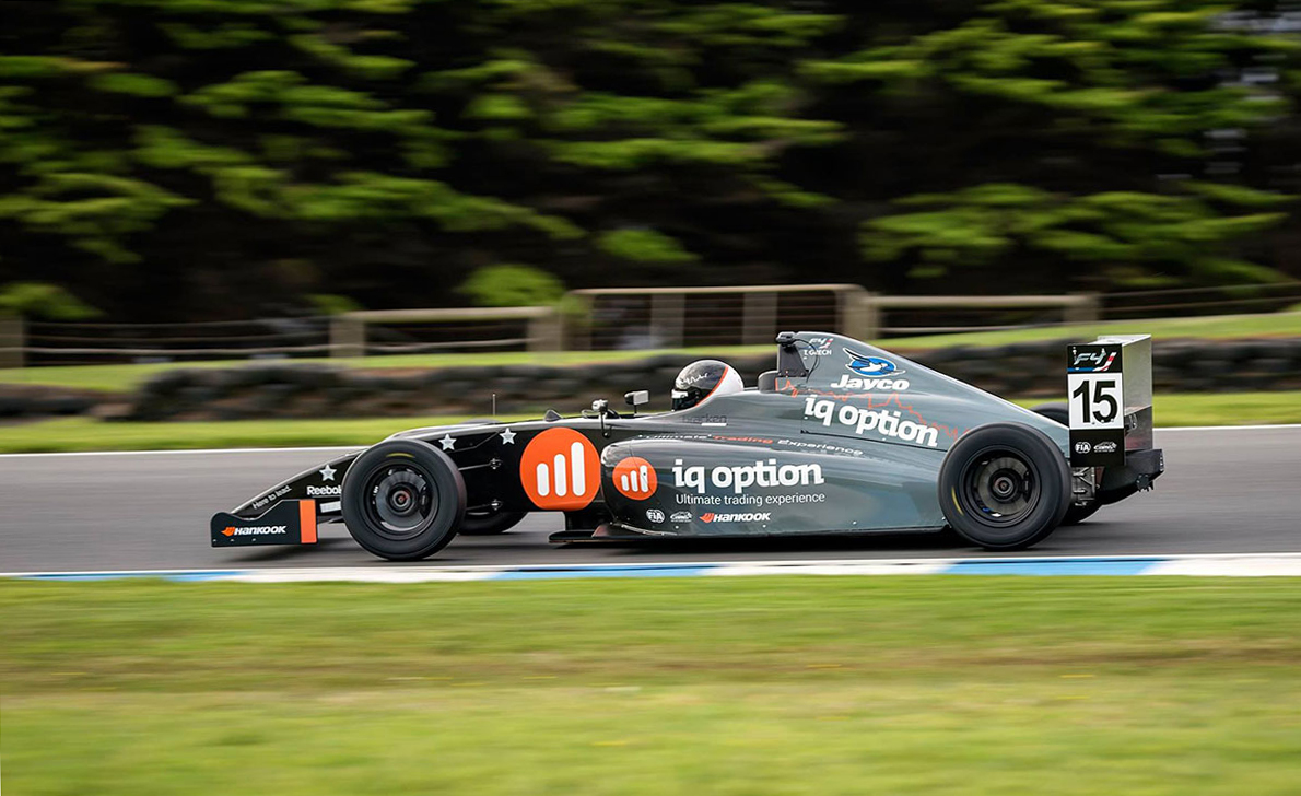 IQ Option спонсор AGI Racing