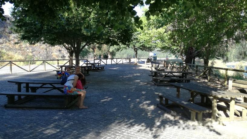 Mesas do Parque de Merendas da Albufeira do Cabril