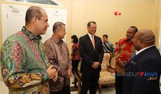 mantan kapolda papua disambut gubernur papua