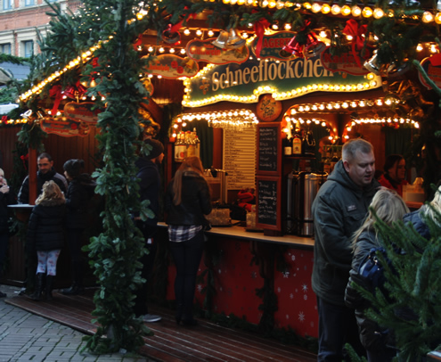 Christmas market in Hannover, Germany | Happy in Red