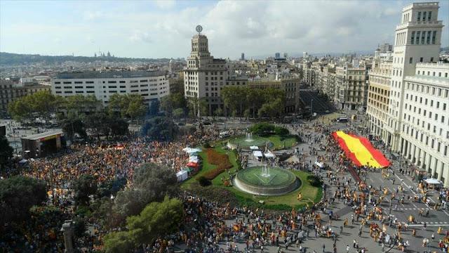 Catalanes se manifiestan en Barcelona en pro de unidad de España