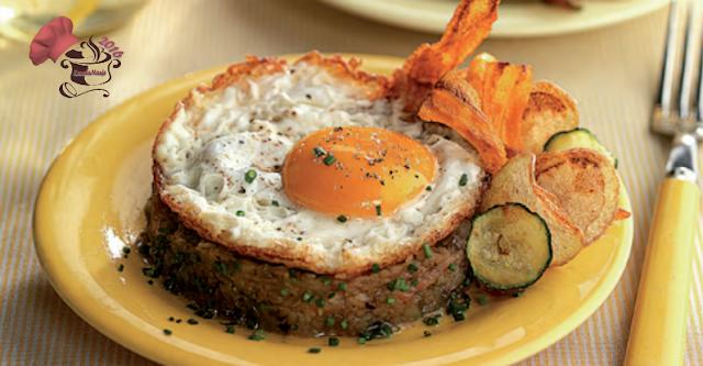 Pisto con huevo y chips de verduras