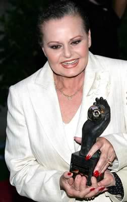 Foto de Rocío Dúrcal feliz con premio