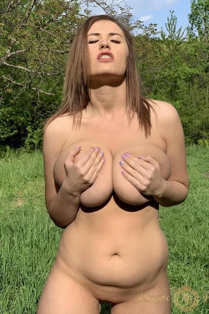 hot naked woman handbra
