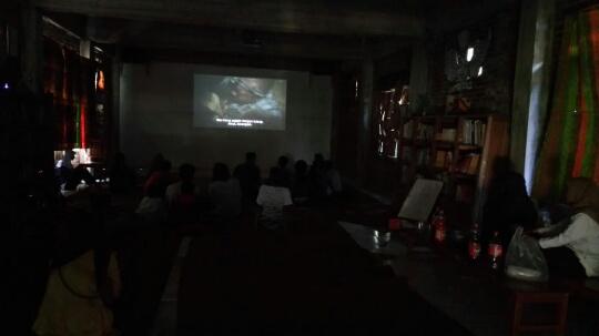 Menyulap Gedung RC Menjadi Bioskop