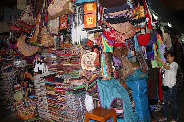 Quầy bán khăn rằn, khăn thổ cẩm chợ đêm phnompenh