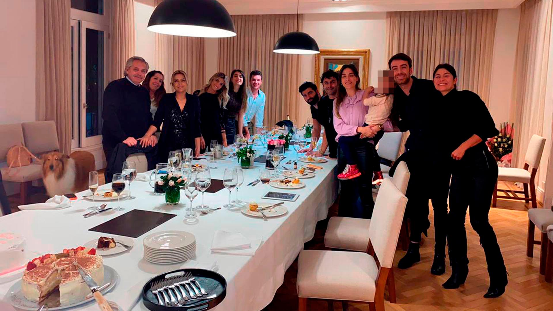Sigue la polémica: mas fotos del cumpleaños de Fabiola Yáñez en plena cuarentena